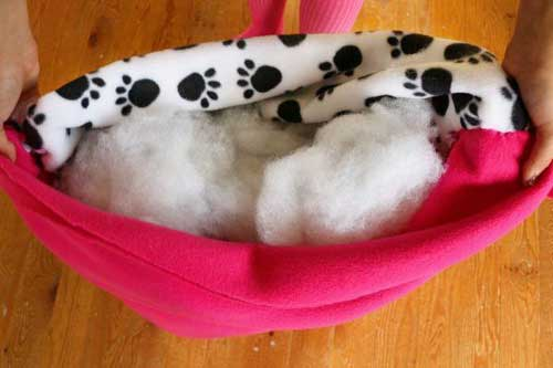 Free Crafting Ideas No Sew Dog or Cat Bed Instructions Image 4